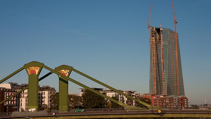 Flößerbrücke mit Neubau der EZB