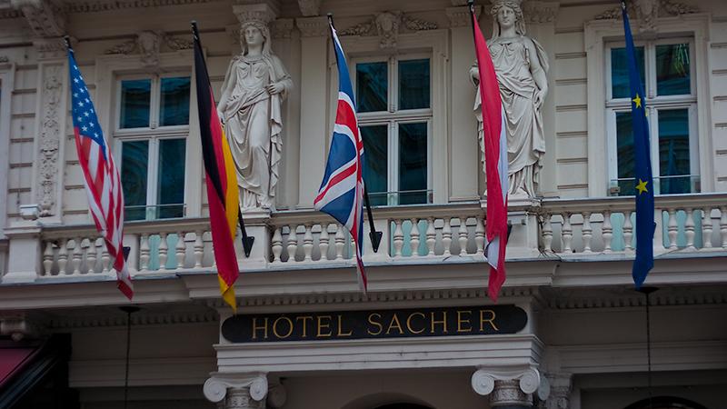 Weltberühmt: Hotel Sacher mit der gleichnamigen Torte