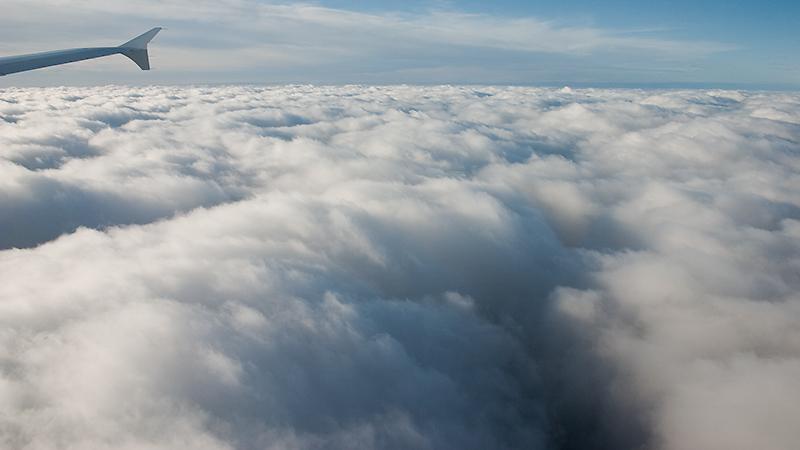 Bereit zum Eintauchen in die wluffigen Wolken