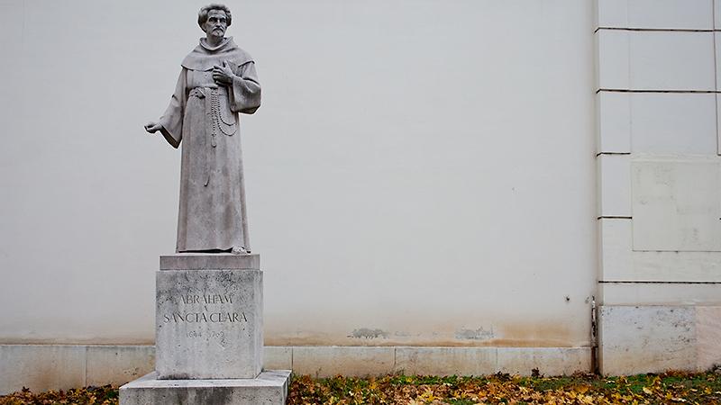 Denkmal zu Ehren von Abraham a Sancta Clara am Burggarten