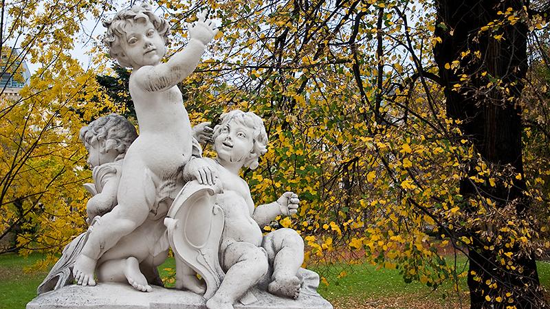 Ohne weitere Infos: Putten im Burggarten