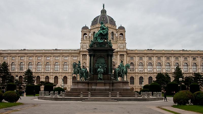 Maria-Theresien-Denkmal am gleichnamigen Platz