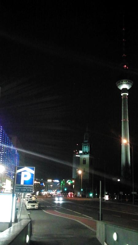 Fernsehturm von der Karl-Liebknecht-Straße aus