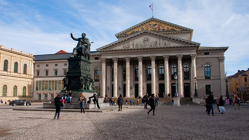Max-Joseph-Platz mit Nationaltheater
