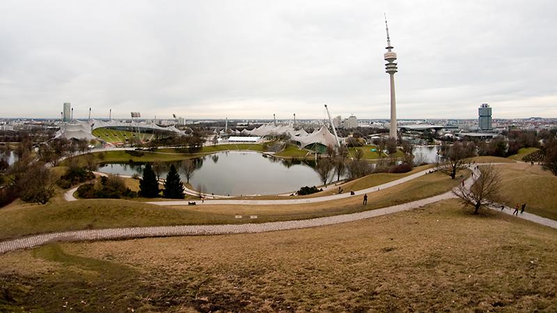 Blick vom Olympiaberg auf den Olympiapark