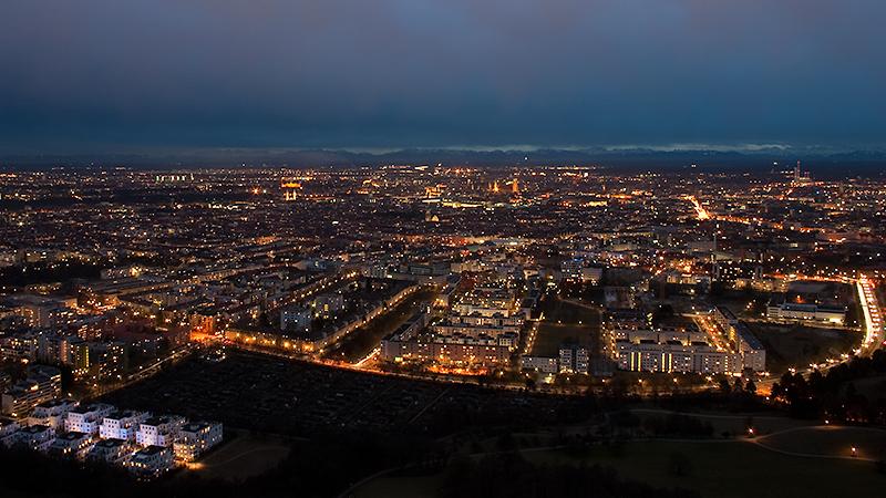 München am Abend vom Olympiaturm aus