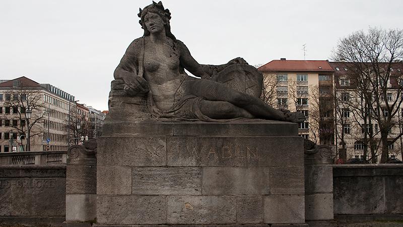 """Symbol für """"Schwaben"""" an der Luitpoldbrücke"""