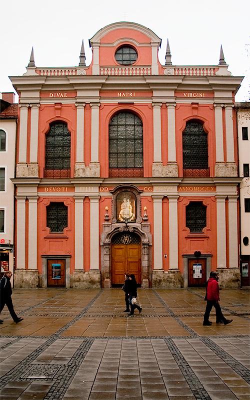 Außenansicht der Bürgersaalkirche