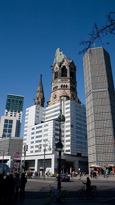 Kaiser-Wilhelm-Gedächtniskirche: neue Kirche, Turmruine, neuer Glockenturm