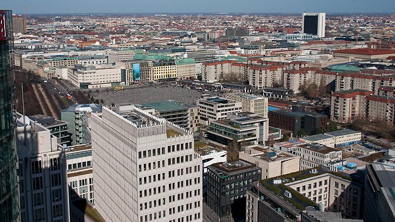 Brandenburger Tor (links) und Holocaust Mahnmal