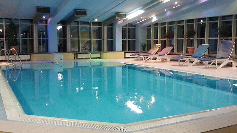 Spa Bereich mit Pool