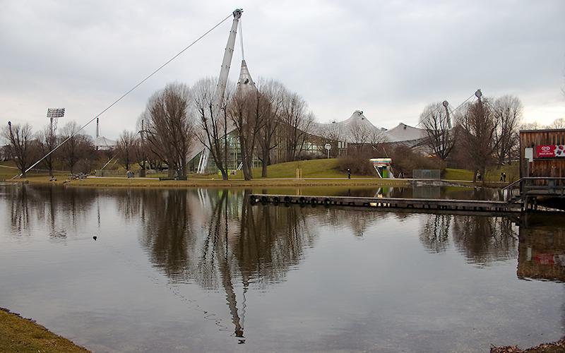 Blick zur Olympia-Schwimmhalle