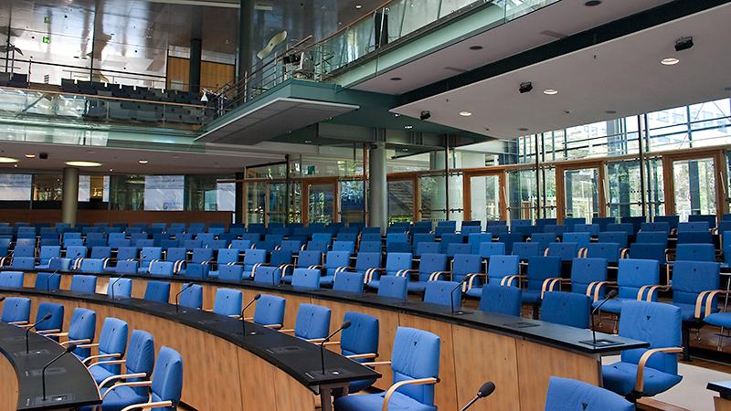 Blaue Sitze, offene Architektur