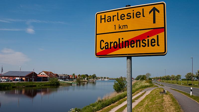 Blick in den Yachthafen von Harlesiel