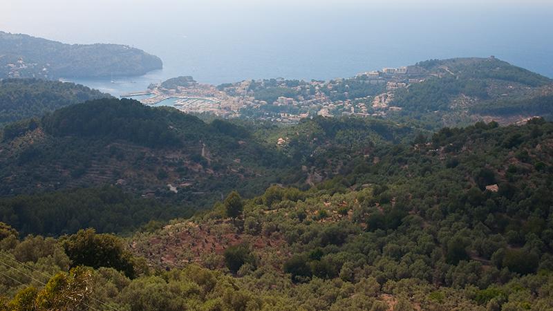 Blick auf Port de Sóller vom Mirador de ses Barques