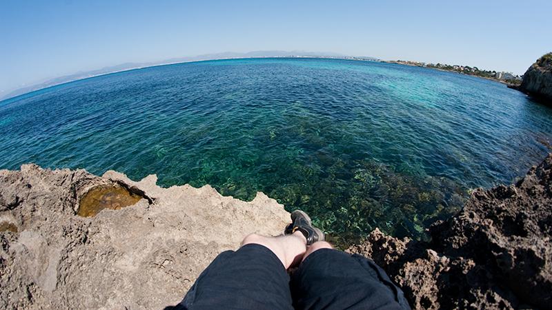Beine baumeln lassen und das Mittelmeer genießen