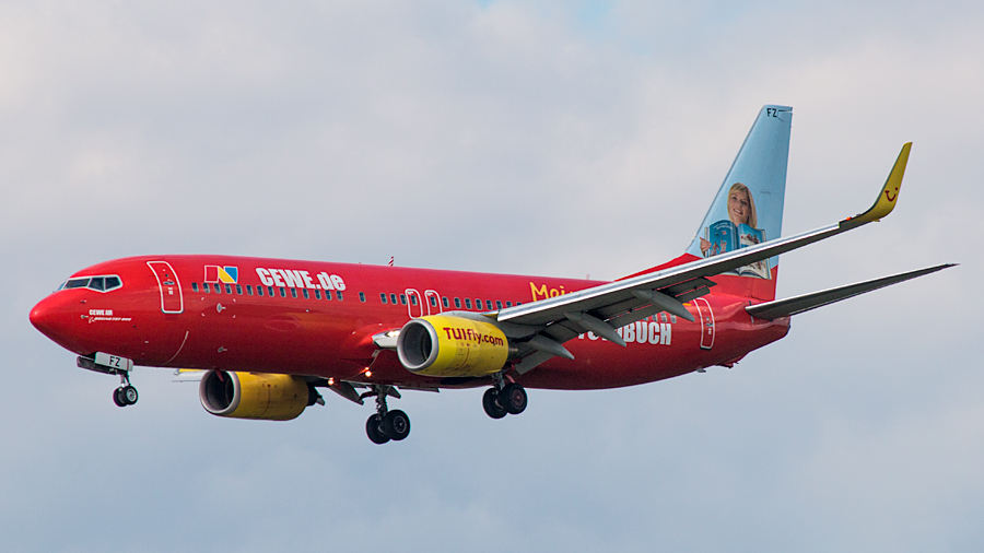 "TUIfly Boeing B737-800 D-AHFZ ""Cewe Mein Fotobuch"""