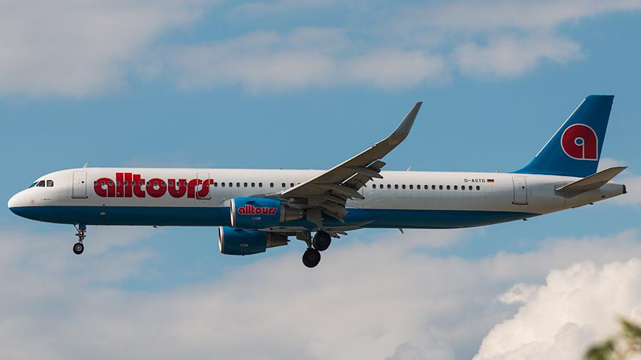 Germania Airbus A321-200 D-ASTD in alltours-Lackierung