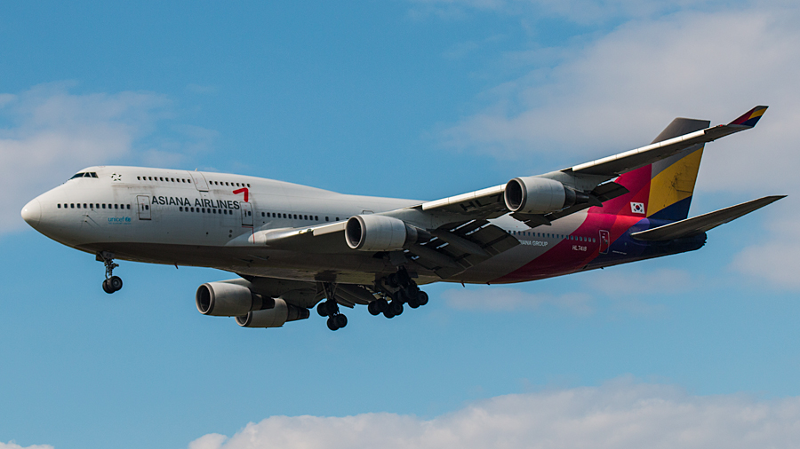 Asiana Airlines B747-400 HL7418