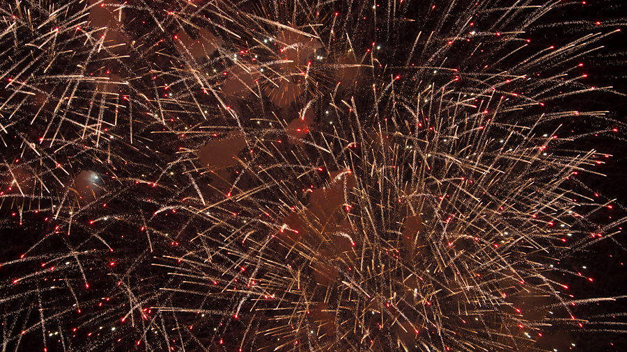 ...tobt der Krieg der Sterne: das Finale beim Rhein in Flammen in Oberwesel