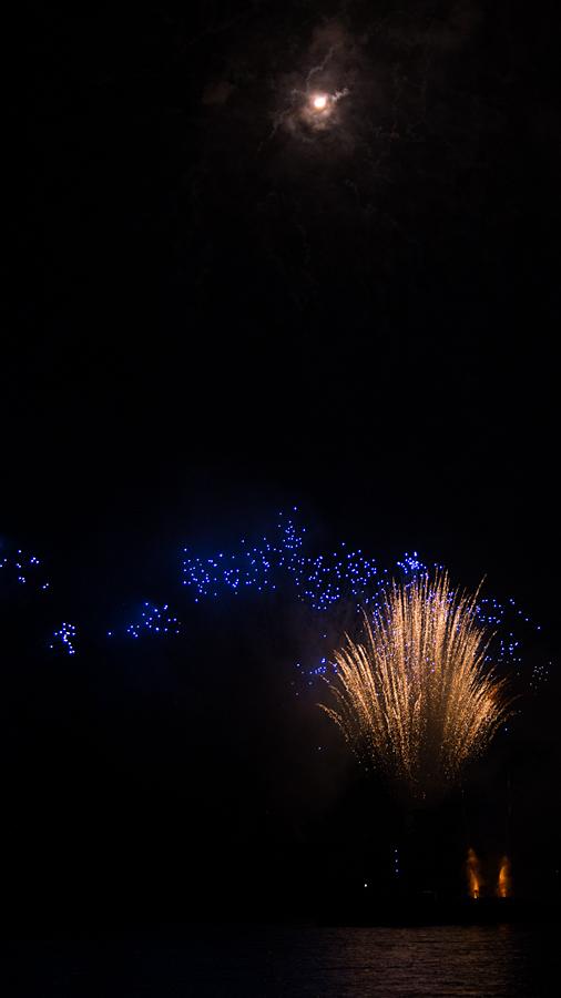 """Blaue Sterne, unter dem Stern der """"Sonne"""""""
