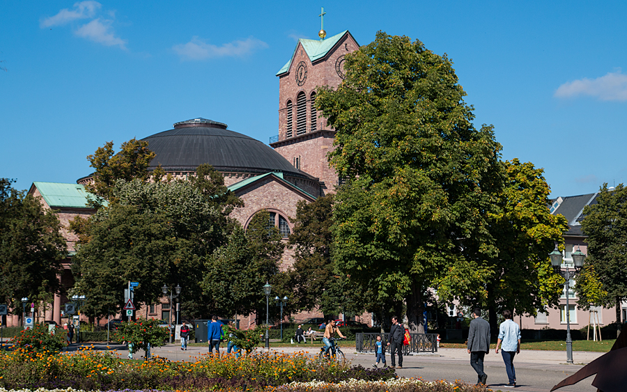 Am Friedrichsplatz mit Sankt Stephan