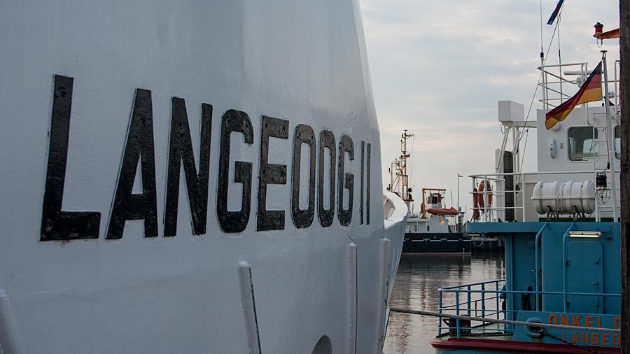 Fähre, Frachter, Arbeitsschiff oder Segelyacht - alles ist im Hafen anzutreffen