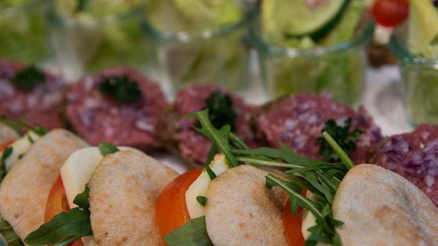 """""""Brain Food"""": Zum Beispiel Rucola, Mozzarella, Tomate und Pesto"""