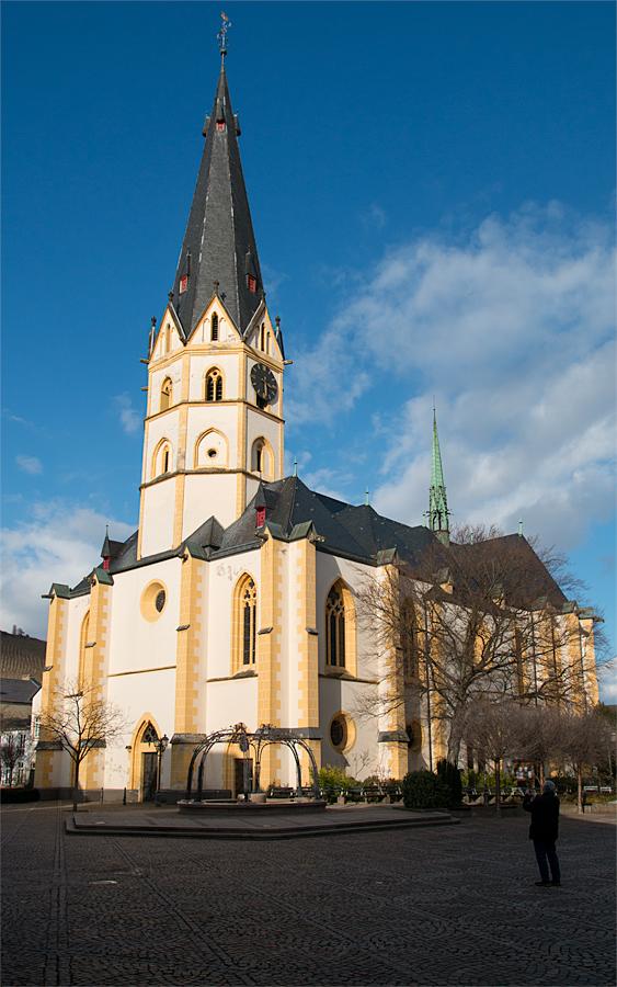 Weils so schön wahr nochmal bei Sonnenschein: St. Laurentius-Pfarrkirche