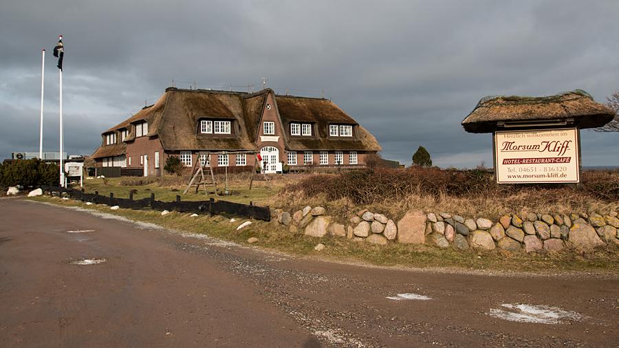 Reetgedecktes Hotelgebäude am Morsum Kliff