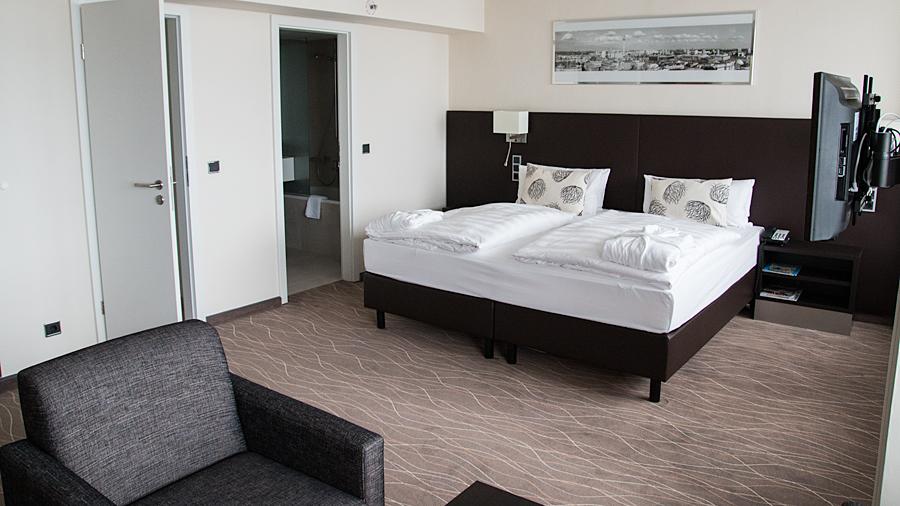 Suite mit Tageslicht, Wohnbereich und separatem Bad