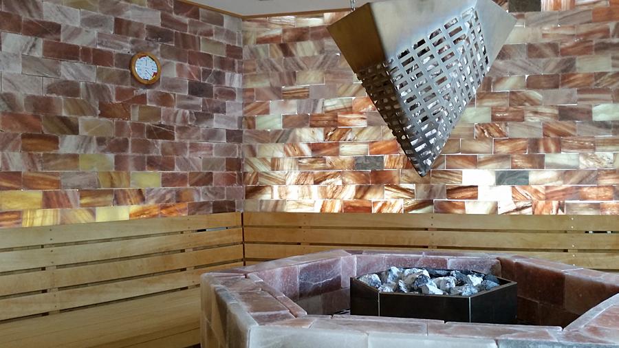 70°C und geringe Luftfeuchte in der Salz-Kristall-Sauna