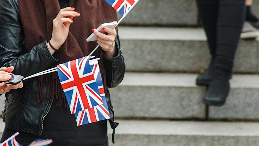 Den Daheimgebliebenen vom Besuch von Queen Elizabeth II. berichten