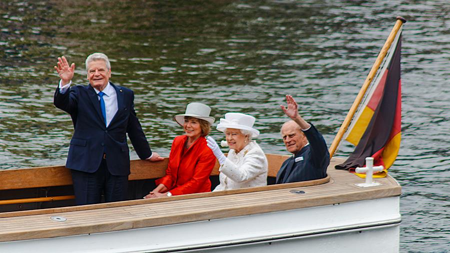 Bundespräsident Gauck mit Gattin sowie Queen Elizabeth II mit Prinz Philip