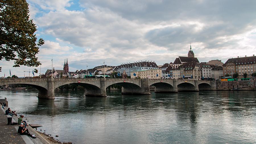 Mittlere Brücke mit Blick auf Grossbasel