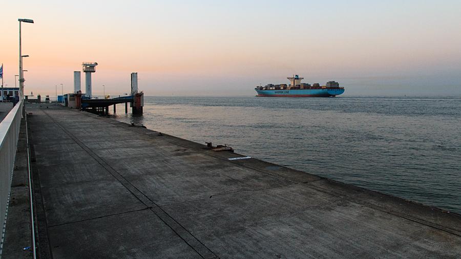 """Emma Maersk"" an der Seebäderbrücke"