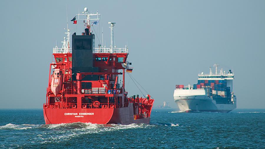 Ganz nah dran auf der Elbe vor Cuxhaven