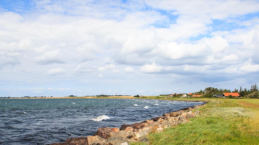 Nördlich vom Sportboothafen in Gedser - Badestelle in die Ostsee hinein