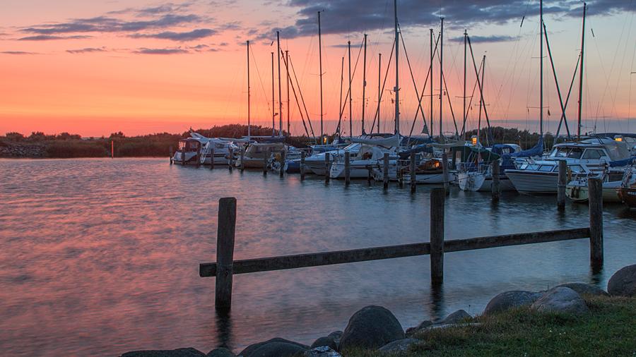 Nach Sonnenuntergang im Lystbådehavn Gedser, Dänemark